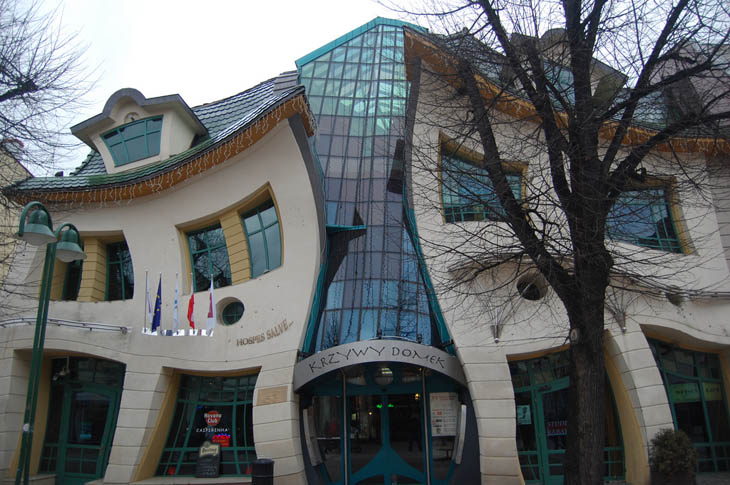 Krzywy Domek (The Crooked House) in Sopot, Polonia