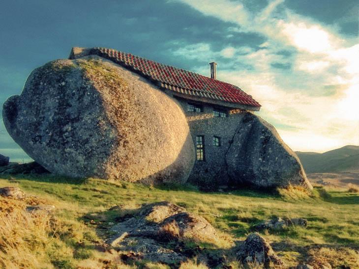 Casa in piatra din muntii Fafe, Portugalia