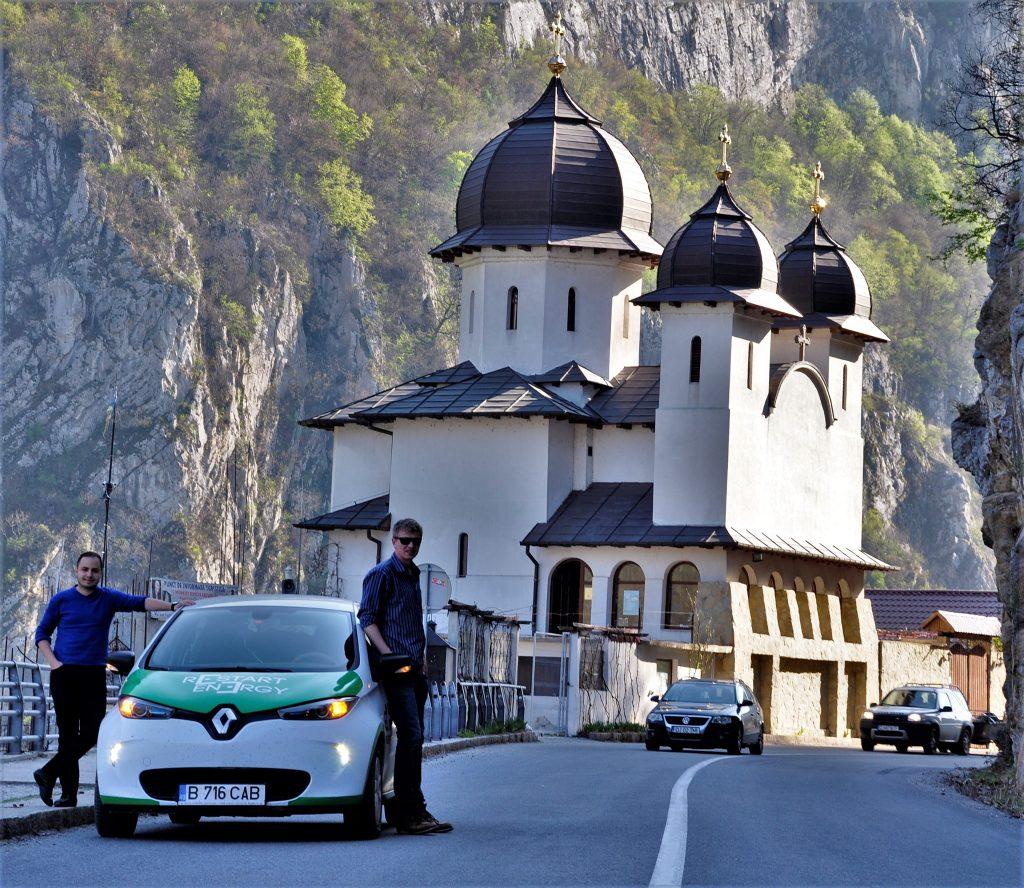 Renault Zoe la Manastirea Mraconia